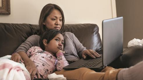Mom and daughter using Blue Shield California's virtual triage tool instead of going to the ER for corona virus symptoms